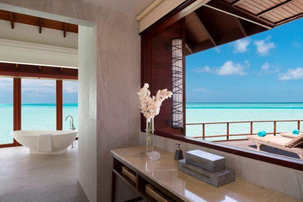 anantara-dhigu-over-water-villa-101-bathroom-Maledivenexperte