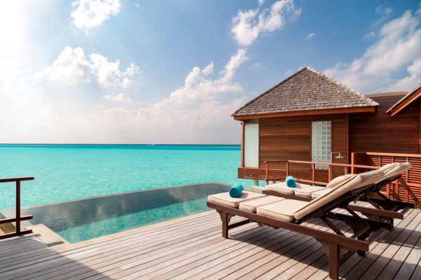 anantara-dhigu-over-water-villa-98-pool-Maledivenexperte
