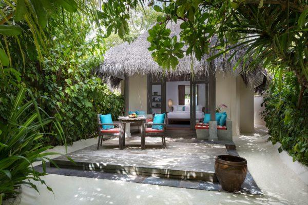 anantara-dhigu-sunset-beach-villa-Maledivenexperte