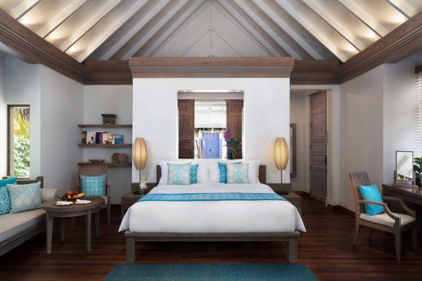 anantara-dhigu-sunset-beach-villa-bedroom-Maledivenexperte