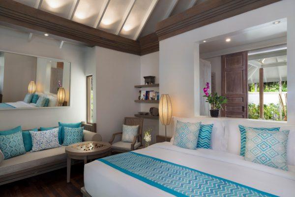 anantara-dhigu-sunset-beach-villa-bedroom-angle-Maledivenexperte