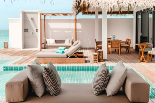 finolhu-seaside-rockstar-villa-outdoor-lounge-01