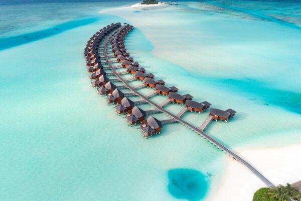 insel-seite-ananara-ghigu-maldives-resort-zimmer-over-water-suite-aerial-01