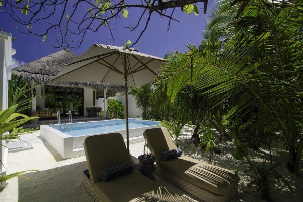 insel-seite-finolhu-beach-pool-villa-03-Maledivenexperte