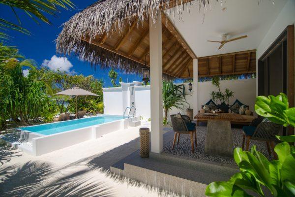 insel-seite-finolhu-beach-pool-villa-04-Maledivenexperte
