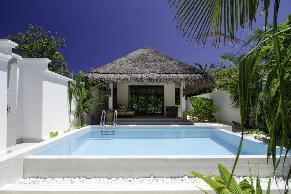 insel-seite-finolhu-beach-pool-villa-06-Maledivenexperte