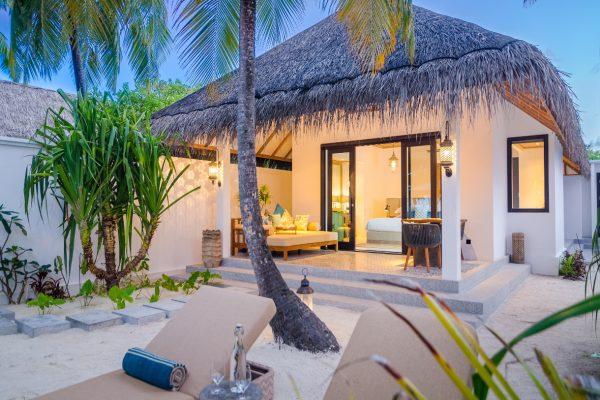 insel-seite-finolhu-beach-villa-02-Maledivenexperte