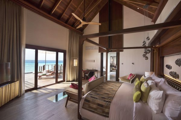 insel-seite-ozen-by-atmosphere-at-maadho-ozen-water-suite-bedroom-2-interior-Maledivenexperte