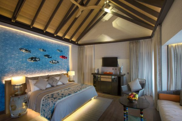 insel-seite-ozen-by-atmosphere-at-maadho-wind-villa-with-pool-bedroom-01-Maledivenexperte