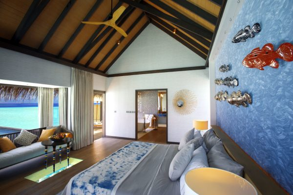 insel-seite-ozen-by-atmosphere-at-maadho-wind-villa-with-pool-bedroom-02-Maledivenexperte
