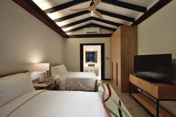 insel-seite-ozen-by-atmosphere-at-maadhoo-earth-family-suite-second-bedroom-Maledivenexperte