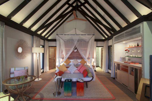 insel-seite-ozen-by-atmosphere-at-maadhoo-earth-villa-bedroom-02-Maledivenenexper