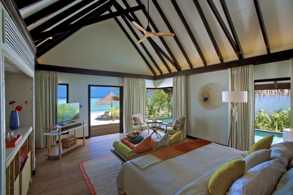 insel-seite-ozen-by-atmosphere-at-maadhoo-earth-villa-bedroom-03-Maledivenenexper