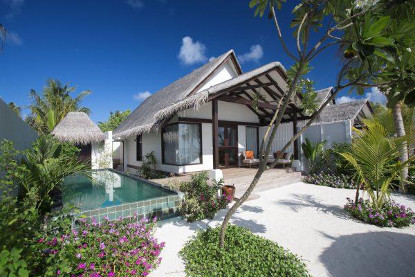 insel-seite-ozen-by-atmosphere-at-maadhoo-earth-villa-exterior-02-Maledivenexpert
