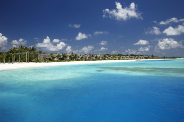insel-seite-ozen-by-atmosphere-at-maadhoo-earth-villa-view-from-lagoon-Maledivenexperte