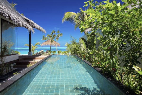 insel-seite-ozen-by-atmosphere-at-maadhoo-earth-villa-with-pool-außen-2-Maledivenexperte