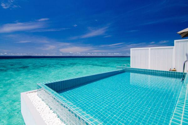 insel-seite-seaside-finolhu-zimmerkategorien-ocean-pool-villa-maledivenexperte-01