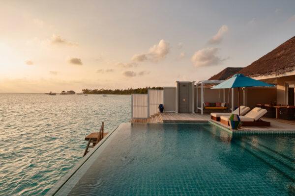 insel-seite-seaside-finolhu-zimmerkategorien-two-bedroom-water-villa-with-pool-maledivenexperte-05