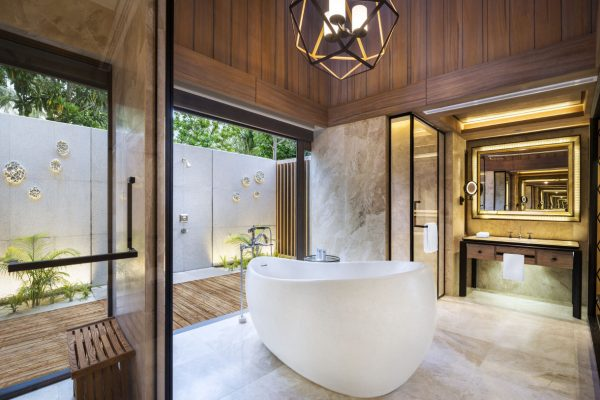 insel-seite-st.-regis-maldives-beach-villa-with-pool-bathroom-Maledivenexperte