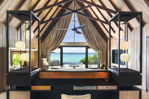 insel-seite-st.-regis-maldives-beach-villa-with-pool-bedroom-Maledivenexperte