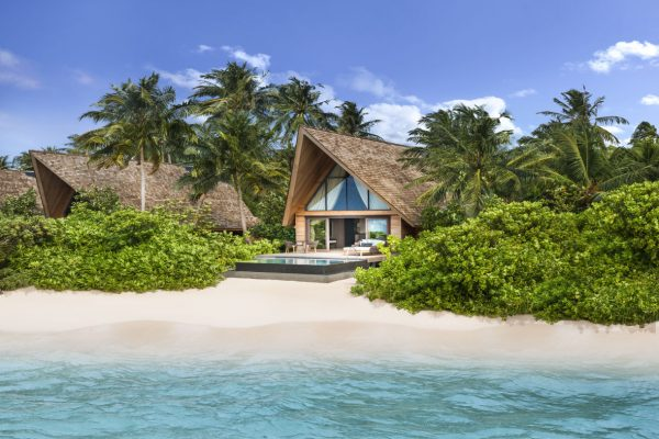 insel-seite-st.-regis-maldives-beach-villa-with-pool-exterior-Maledivenexperte