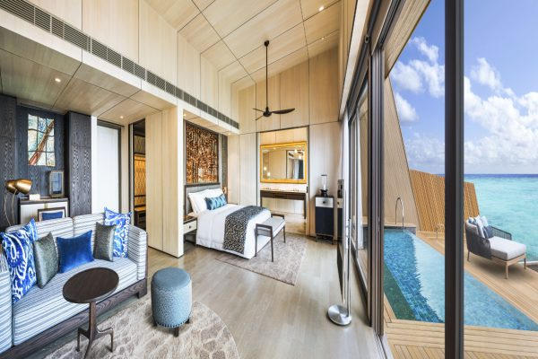 insel-seite-st.-regis-maldives-overwater-villa-with-pool-bedroom-Maledivenexperte