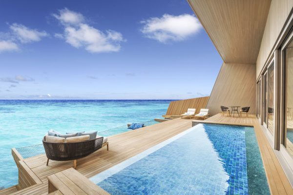 insel-seite-st.-regis-maldives-overwater-villa-with-pool-deck-Maledivenexperte