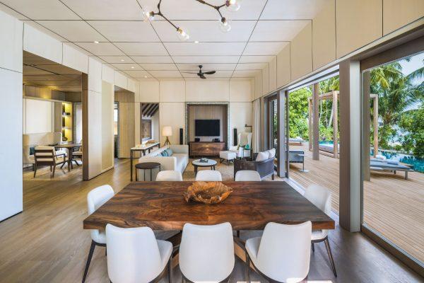 insel-seite-st.-regis-maldives-two-bedroom-beach-suite-living-room-Maledivenexperte