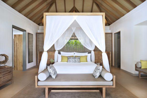 insel-seite-vakkaru-maldives-beach-family-pool-villa-bed-Maledivenexperte