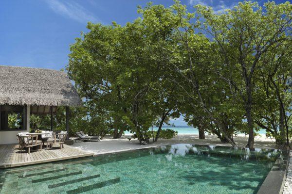 insel-seite-vakkaru-maldives-beach-pool-suite-pool-Maledivenexperte