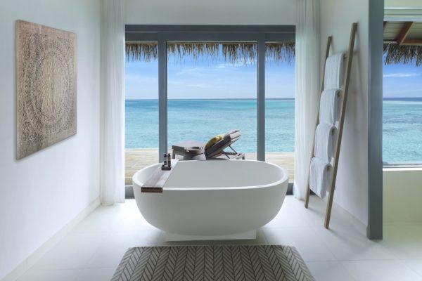 insel-seite-vakkaru-maldives-over-water-villa-bathroom-Maledivenexperte