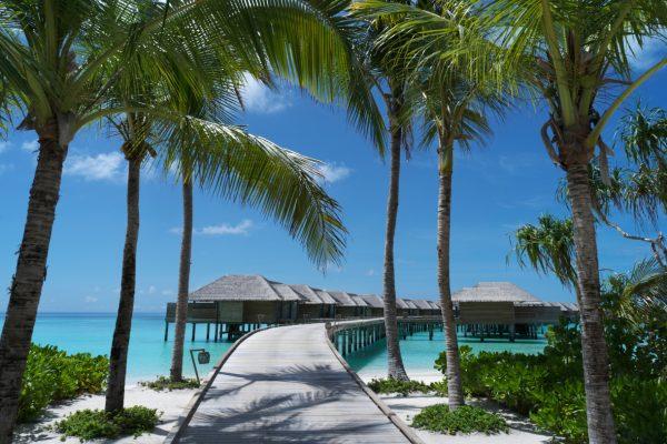 insel-seite-vakkaru-maldives-over-water-villa-jetty-Maledivenexperte