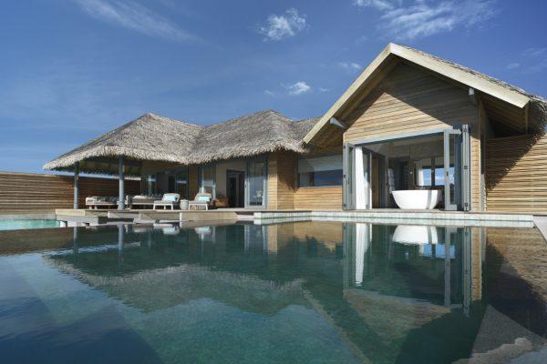 insel-seite-vakkaru-maldives-ow-pool-suite-exterior-Maledivenexperte