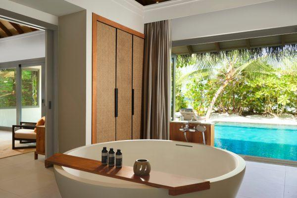 insel-seite-vakkaru-maldives-zimmerkategorien-deluxe-beach-pool-retreat-maledivenexperte-04