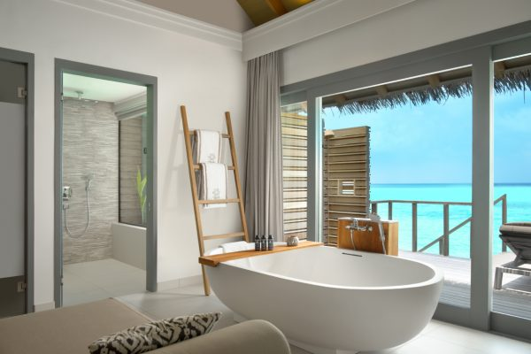 insel-seite-vakkaru-maldives-zimmerkategorien-over-water-family-pool-villa-maledivenexperte-01