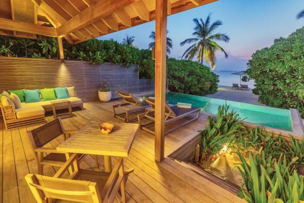 insel-seite-NEU-hurawalhi-zimmer-beach-pool-villa-maledivenexperte-04