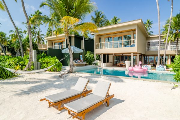 insel-seite-amilla-fushi-4-bedroom-residence-exterior-02-Maledivenexperte