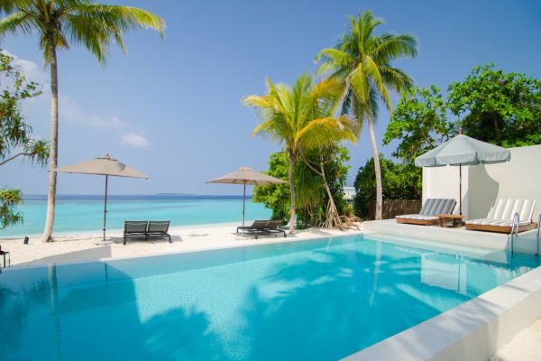 insel-seite-amilla-fushi-4-bedroom-residence-pool-01-Maledivenexperte