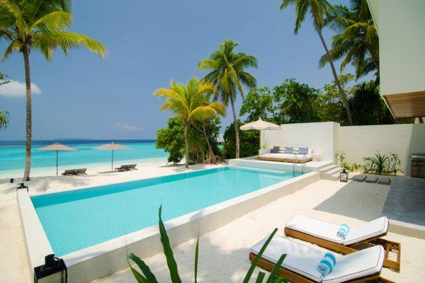 insel-seite-amilla-fushi-4-bedroom-residence-pool-03-Maledivenexperte