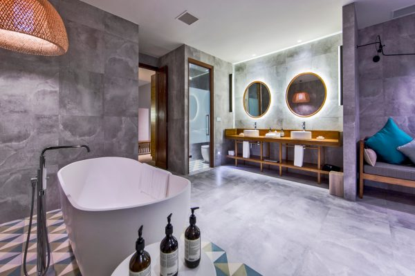 insel-seite-amilla-fushi-beach-house-bathroom-02-Maledivenexperte
