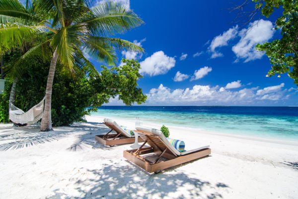insel-seite-amilla-fushi-beach-house-exterior-01-Maledivenexperte