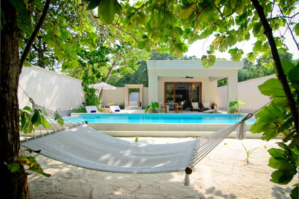 insel-seite-amilla-fushi-beach-house-exterior-02-Maledivenexperte