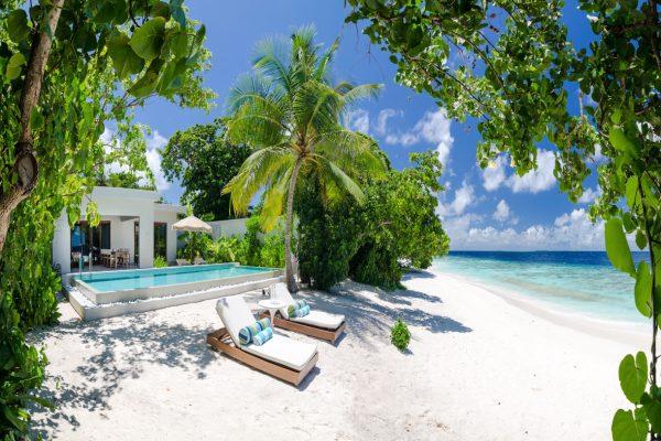 insel-seite-amilla-fushi-beach-house-exterior-04-Maledivenexperte