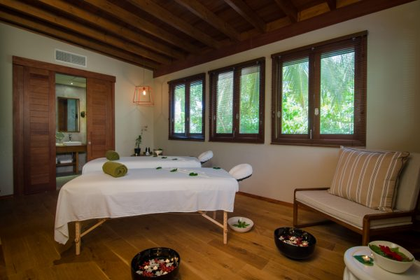insel-seite-amilla-fushi-skyhouse-spa-treatment-room-Maledivenexperte