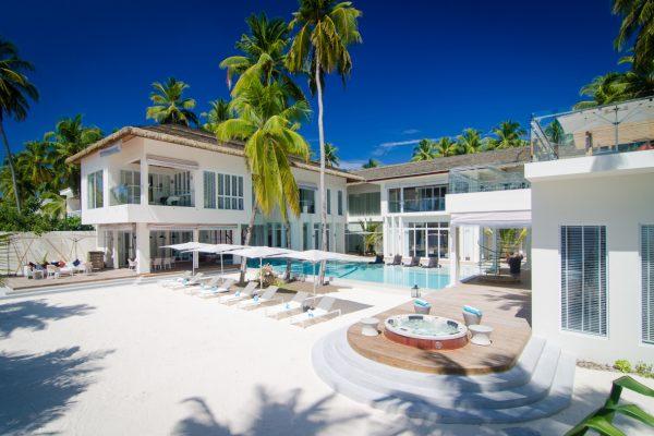 insel-seite-amilla-fushi-the-amilla-estate-6-bedroom-exterior-05-Maledivenexperte