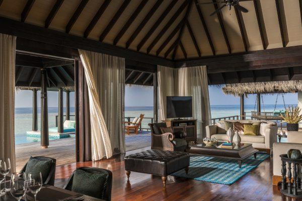 insel-seite-anantara-kihavah-2-bedroom-over-warter-residence-living-room-Maledivenexperte