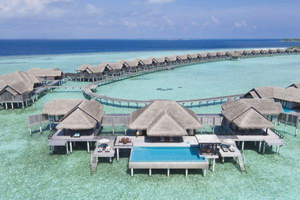 insel-seite-anantara-kihavah-2-bedroom-over-water-pool-residence-drone-Maledivenexperte