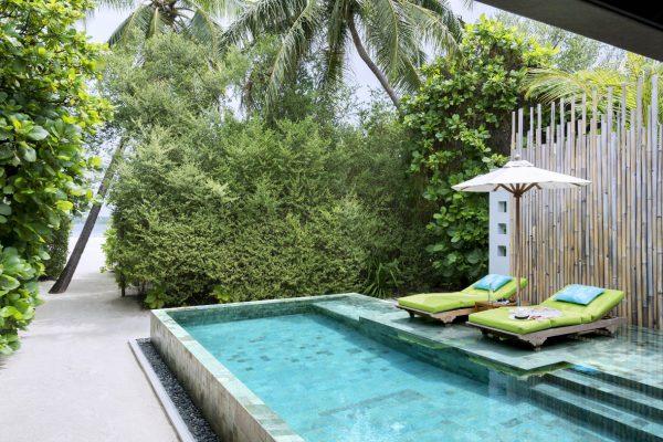 insel-seite-anantara-kihavah-beach-pool-villa-exterior-Maledivenexperte