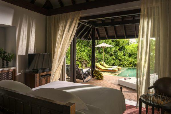 insel-seite-anantara-kihavah-beach-villa-bedroom-MAledivenexperte
