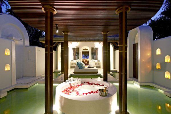 insel-seite-anantara-kihavah-villas-beach-pool-villa-bathroom-Maledivenexperte
